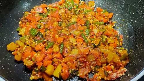 rava vegetable upma