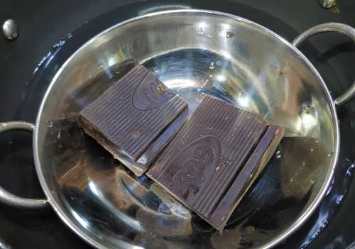 melting chocolate for oreo cake